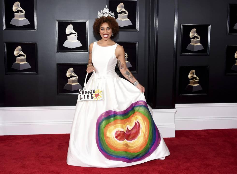 el vestido 'antiabortista' de joy villa en los grammy | gente y