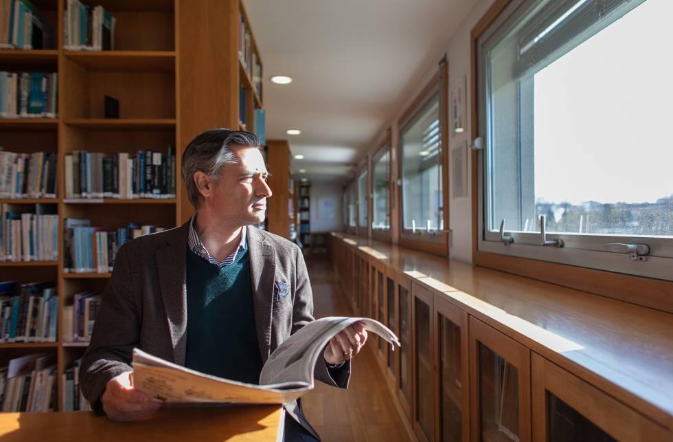 Nobre na biblioteca da Universidade do Porto, onde dirige SexLab, um laboratório de investigação sobre a sexualidade.