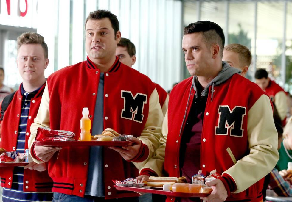 Mark Salling, a la derecha de la imagen, en un fotograma de la sexta temporada de 'Glee'.