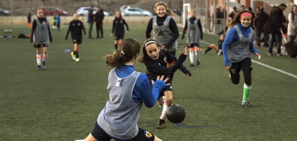 Fotos: Niñas Contra Niños Jugando Al Fútbol… Y