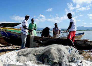 Pescando como hace siglos en Haití