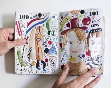 Hayon trabaja con multitud de cuadernos de dibujos.