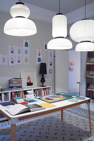 Mesa de trabajo de su estudio.