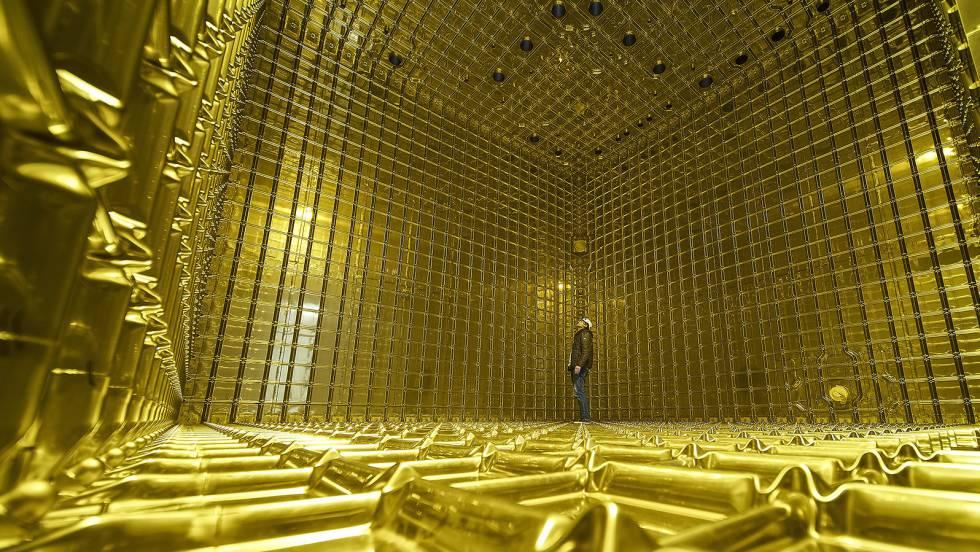 Interior vacío de un prototipo en miniatura (protoDUNE) para el detector de neutrinos propuesto.