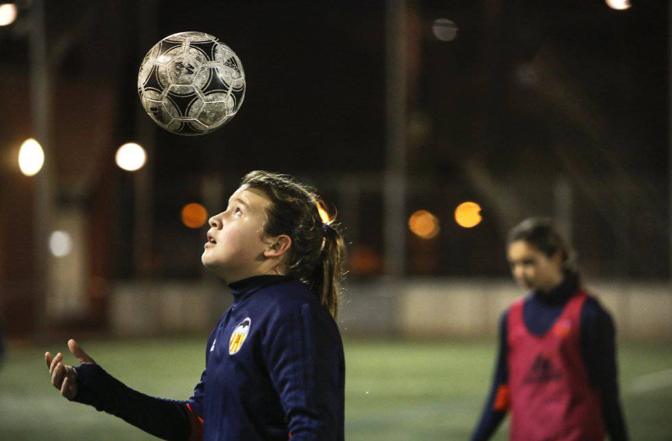 Women in sport: The 11-year-old Spanish girls smashing