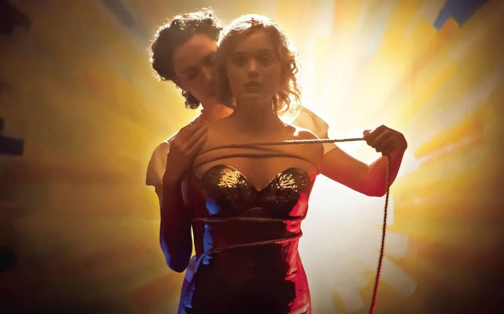 Así Fue La Vida Poliamorosa Del Creador De Wonder Woman Tentaciones El País