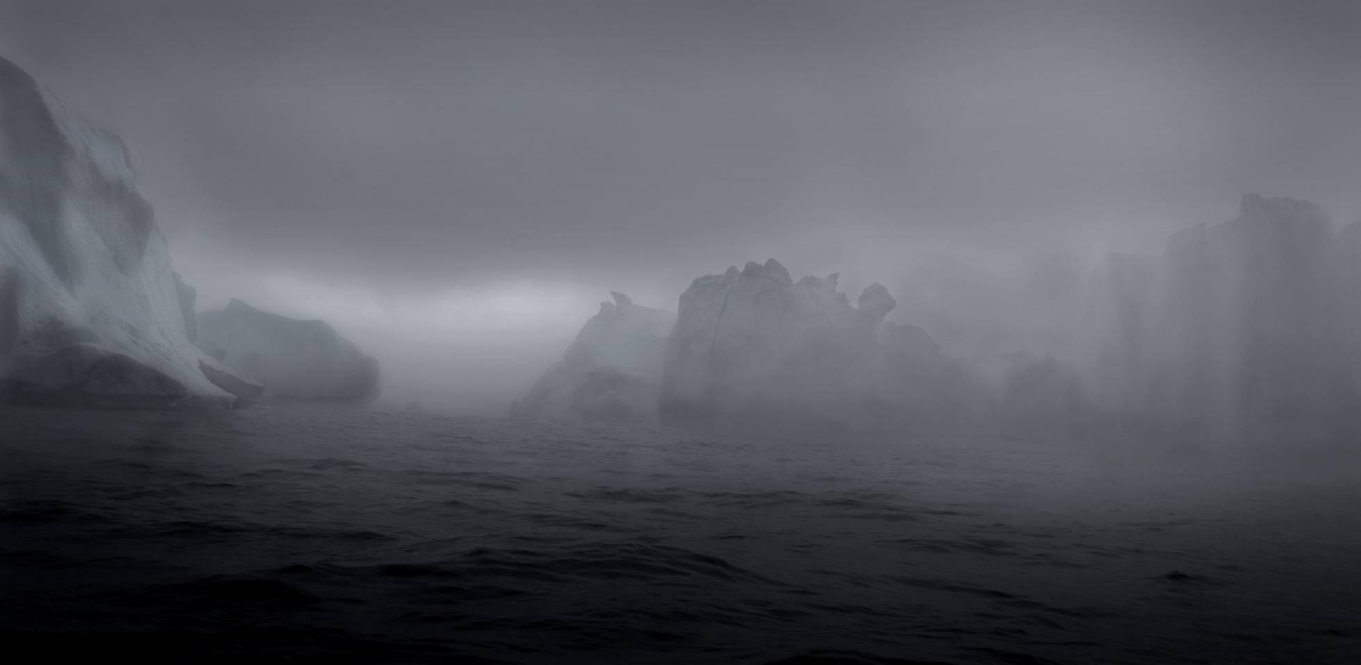 Viagem ao Círculo Ártico: Retrato em cor branca de uma tragédia selvagem