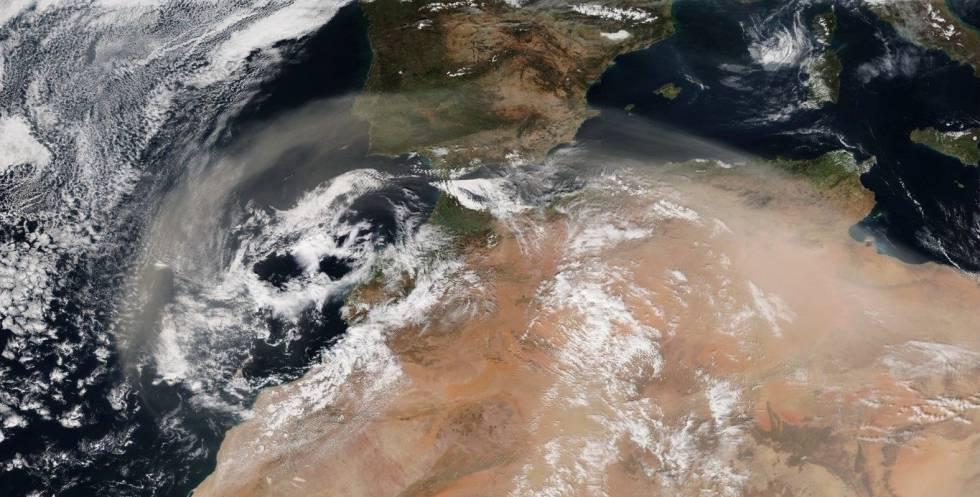 El polvo sahariano cubre el sur de la Península Ibérica en una imagen captada en febrero de 2017.