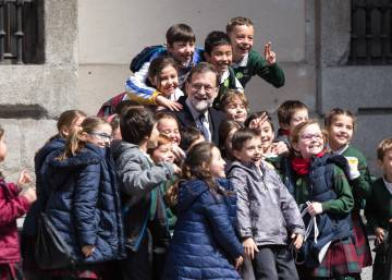Spain's PM Rajoy might run for a third term, but conditions apply