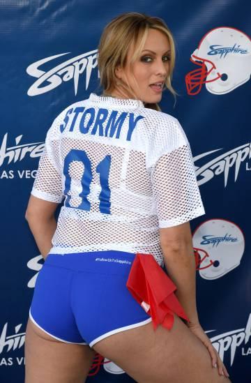 Stormy Daniels, en un partido de la Super Bowl.