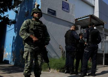 Gunmen kidnap 15 bus passengers in northern Mexico