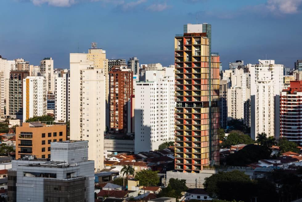 Vista del rascacielos diseñado por el estudio B720 en São Paulo.