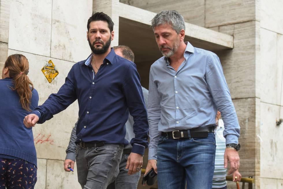 Matías y Jorge Messi salen de los tribunales de Rosario, en diciembre de 2017.