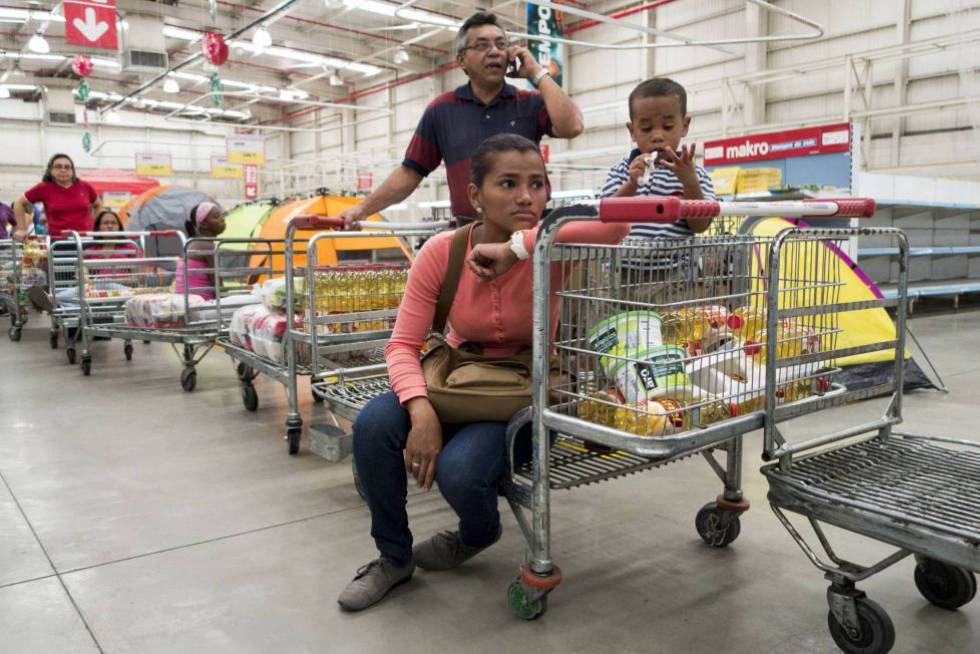 Venezuelans at a supermarket in Caracas.