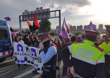 Roads blocked and transit disrupted as Women's Day strike begins in Spain