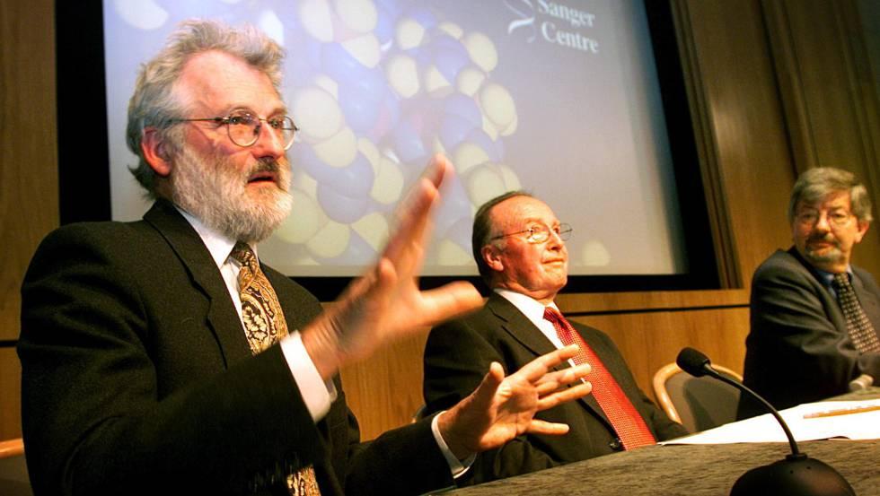 John Sulston, durante el anuncio de los resultados sobre el genoma humano en el año 2000.