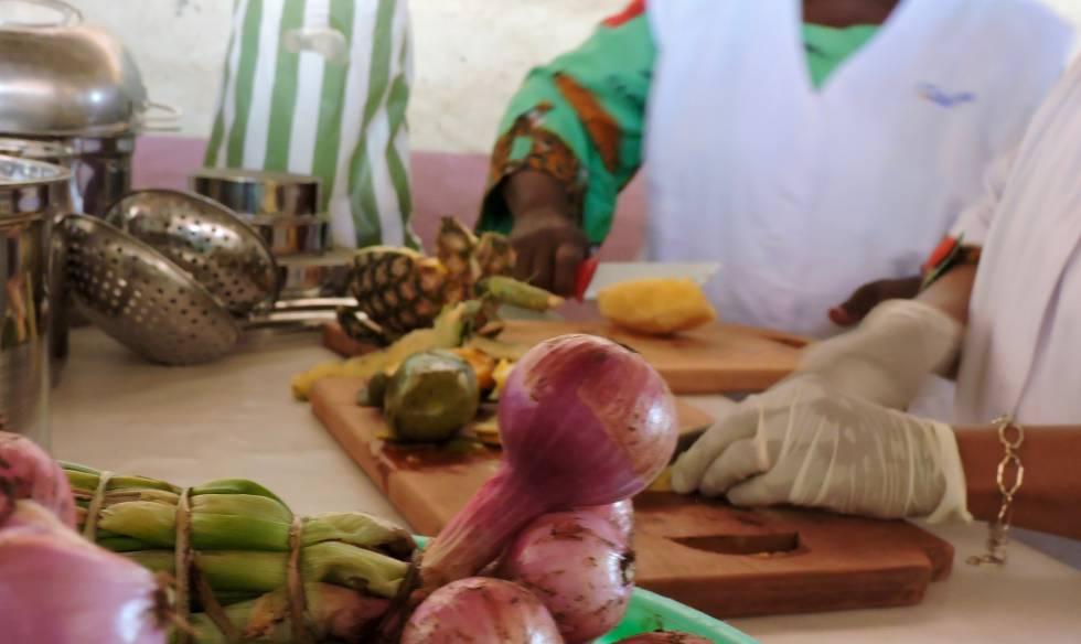 Las mujeres de la cooperativa Socopraace preparan artesanalmente sus productos.