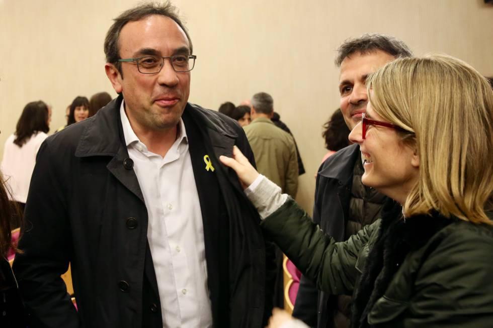 Josep Rull y Elsa Arcadi tras una reunión de Junts per Catalunya en el Museu del Vi de Vilafranca del Penedès.