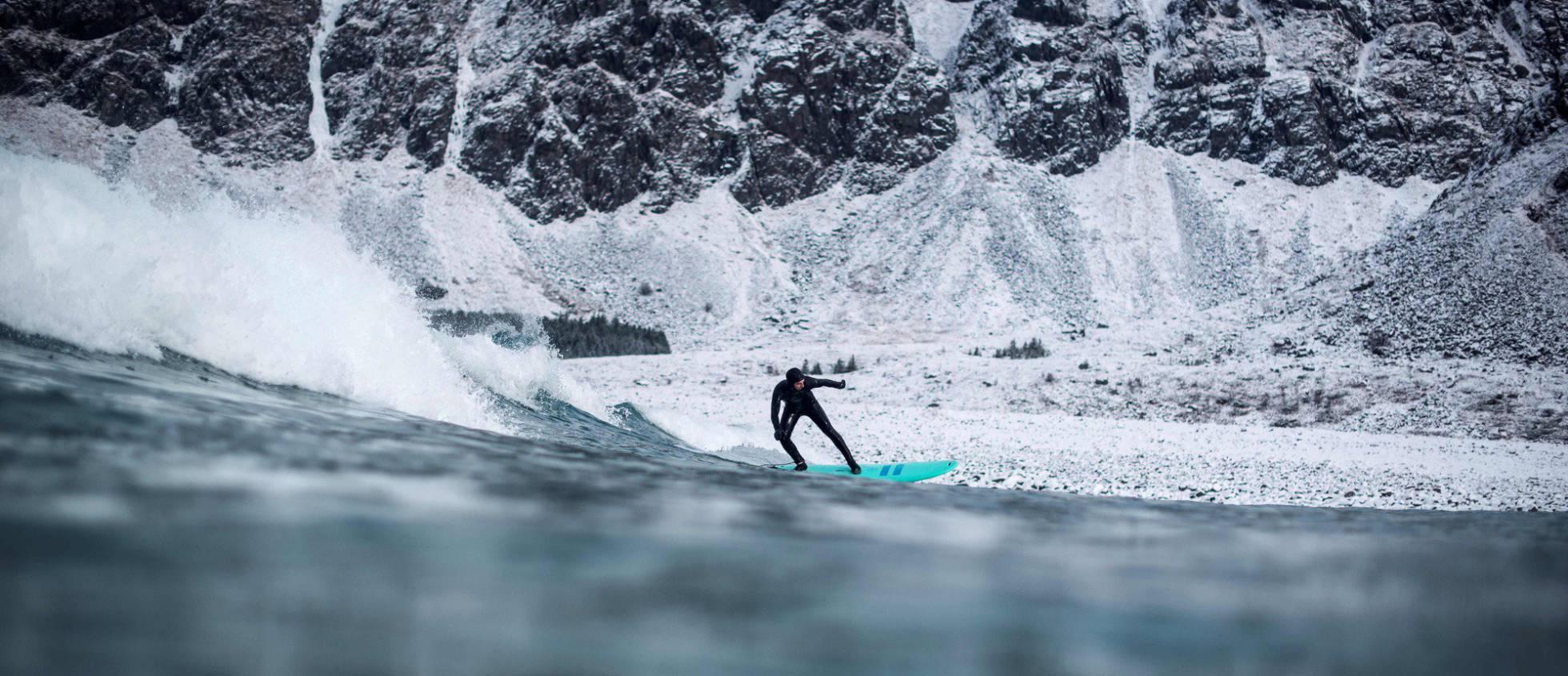 Como surfar a 13 graus abaixo de zero