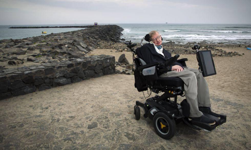 Hawking en una playa de Tenerife en 2015.