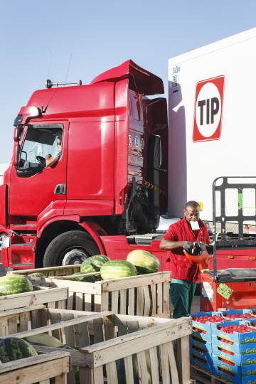 The frenetic process of loading and unloading the fruit and vegetables is a daily chore in Mercamadrid where 2.5 million tons of fresh produce was sold in 2016.