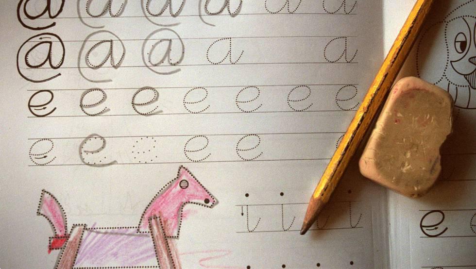 Me gusta recrearme en las formas de las letras que aprendieron a dibujarse en aquellos cuadernos de mi niñez.