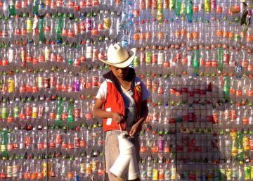 After catastrophic earthquake, Mexico rebuilds with plastic bottles