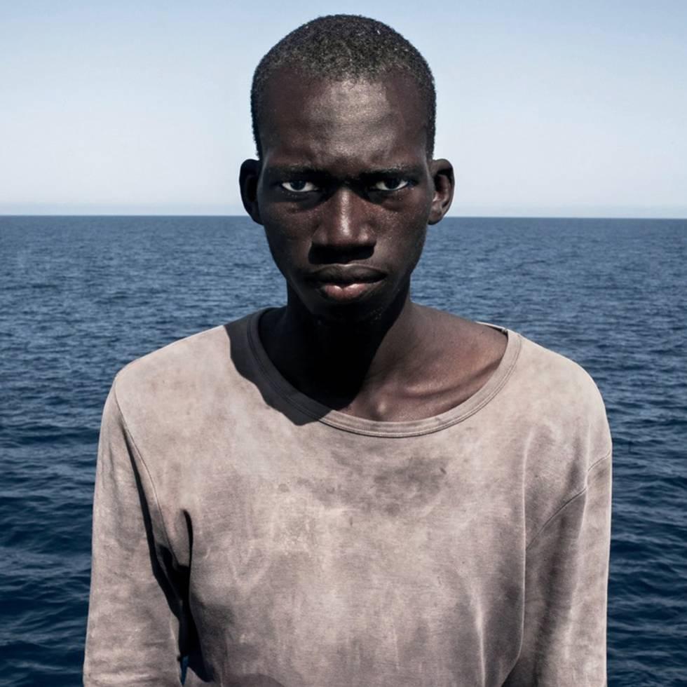 Amadou de Mali, posa para un retrato. Tercer Premio del Picture Of the Year International en la categoría Portrait