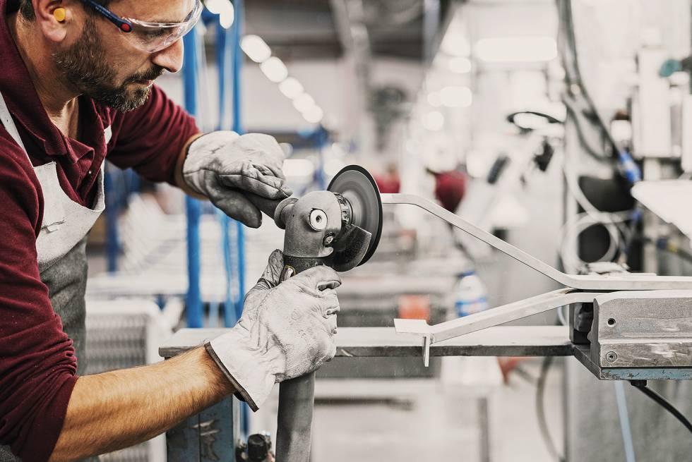Asi Se Convierten Larguisimos Tubos De Aluminio En Un Mueble Exito - Kettal-muebles