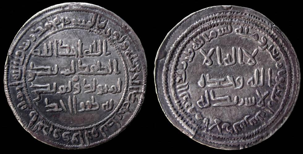 Moneda del año 766, de la colección Tonegawa, con la profesión de fe islámica. En el texto se lee que fue acuñada en Al Andalus.