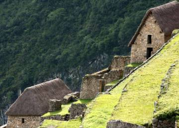 Spanish woman and local guide struck by lightning at Machu Picchu