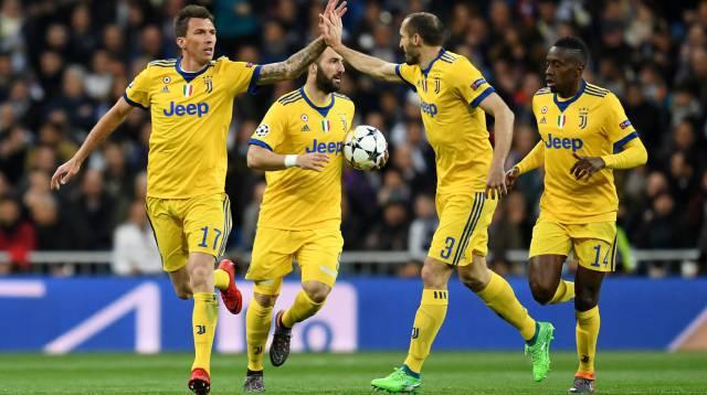 Jugadores de la Juventus celebran el gol.