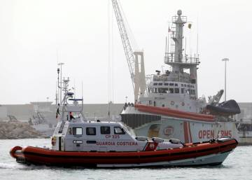 Italy detains Spanish ship for rescuing refugees in Mediterranean