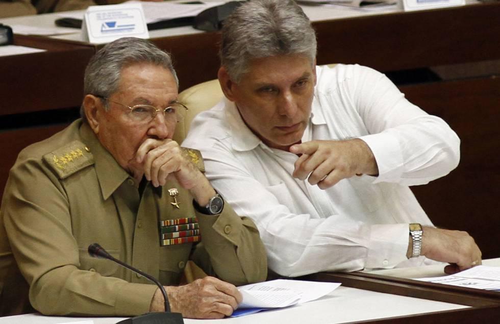 Raul Castro junto a Miguel Diaz-Canel Bermudez.