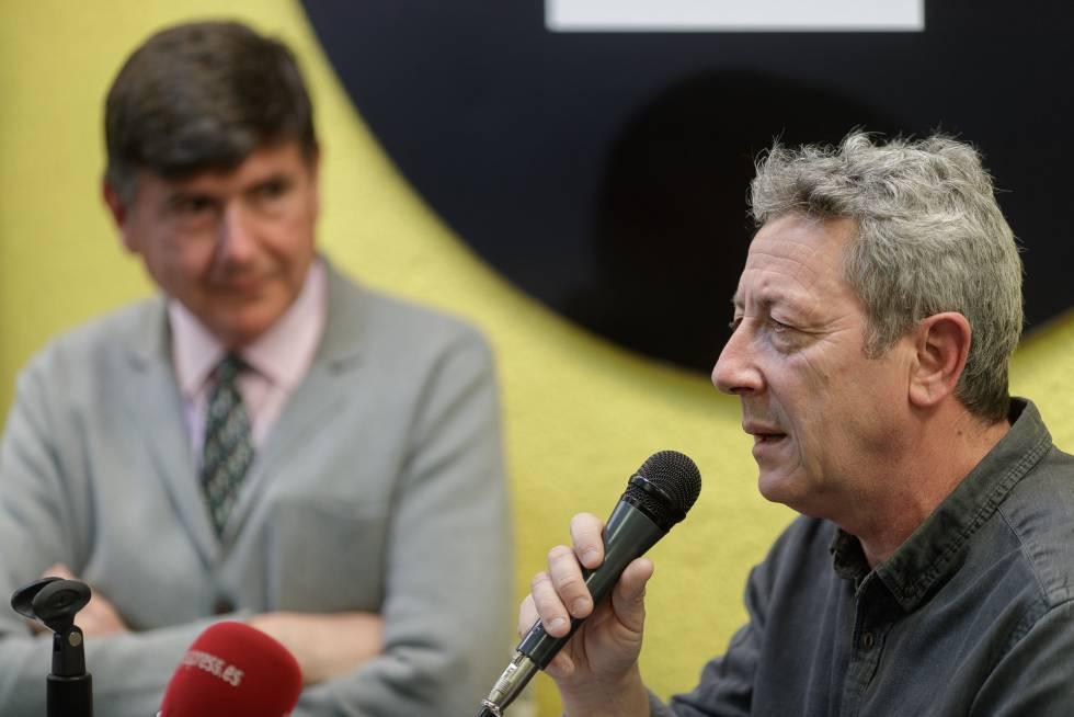 Alonso Guerrero, con su editor el exministro Manuel Pimentel.