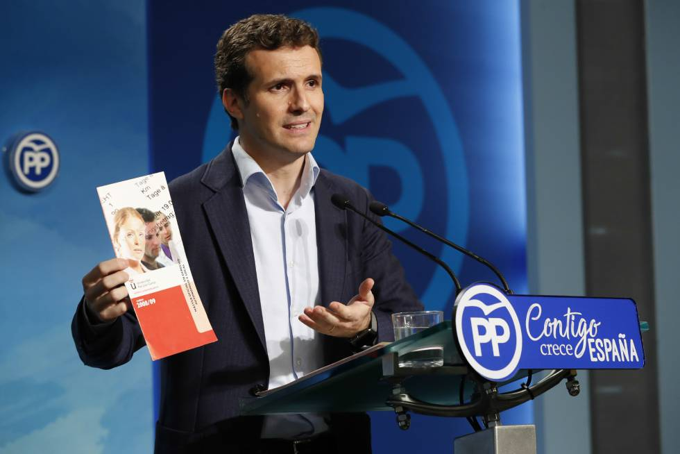 Pablo Casado discussing his degree in Madrid.