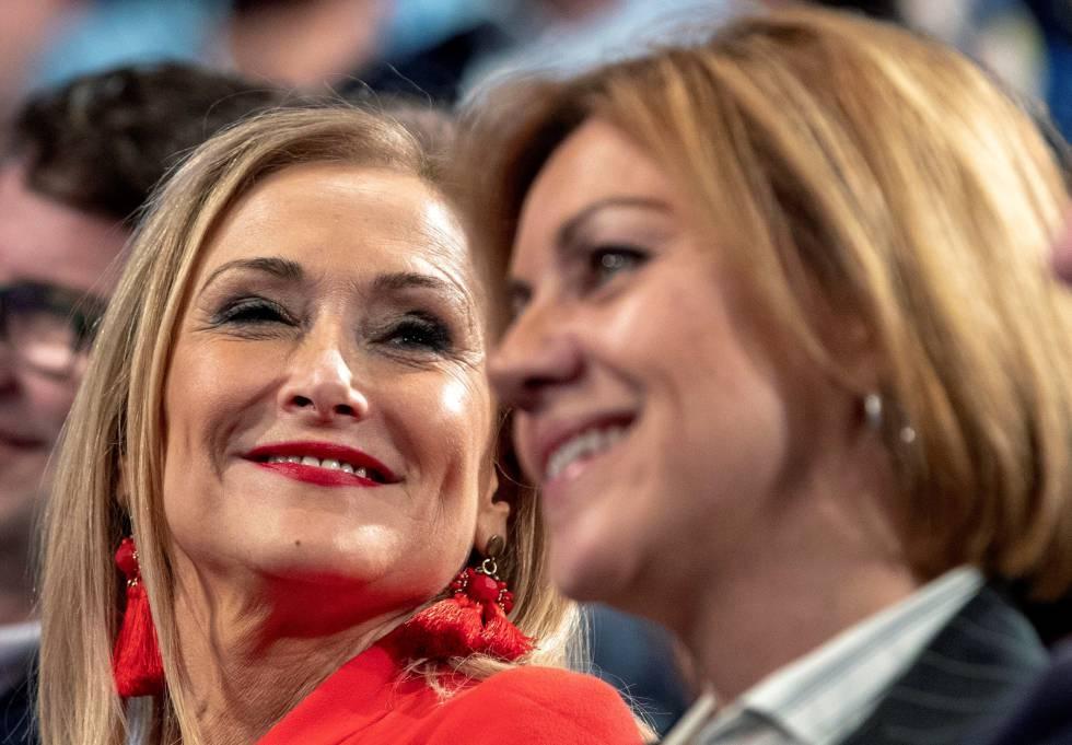 La presidenta de la Comunidad de Madrid, Cristina Cifuentes, y la secretaria general del PP, María Dolores de Cospedal durante la Convención Nacional del PPrn rn rn