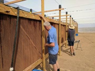 Construcción de las paredes del invernadero.