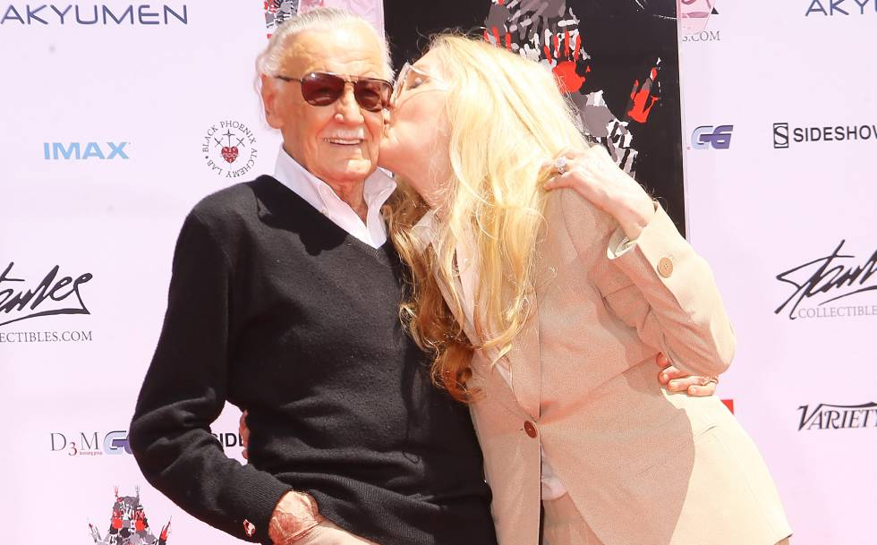 Stan Lee y su hija, Joan Celia Lee, el pasado julio en Hollywood.
