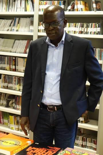 Abdou Dieng, en la mediateca de Casa África.