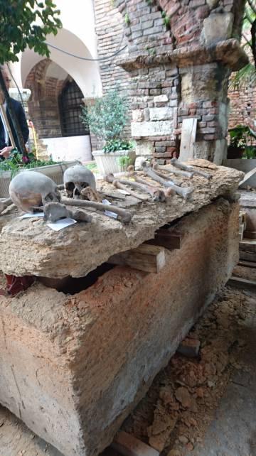 Sarcófago en el que se cree que estaba enterrado Arnau de Torroja, un Gran Maestre templario que negoció con Saladino