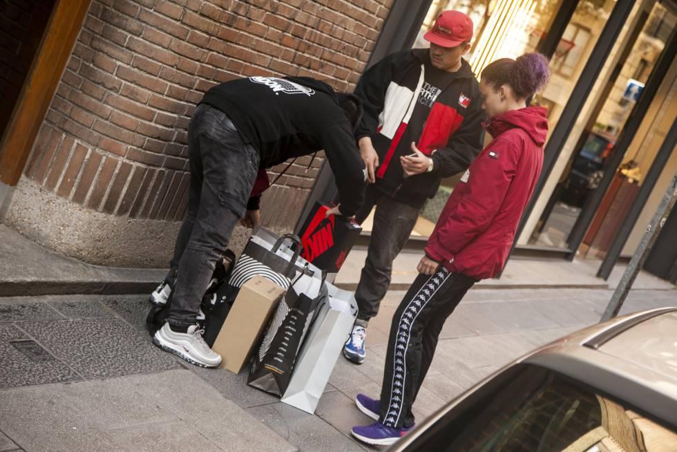 40aa6dec01216 Nike  Locura y mafia por unas zapatillas