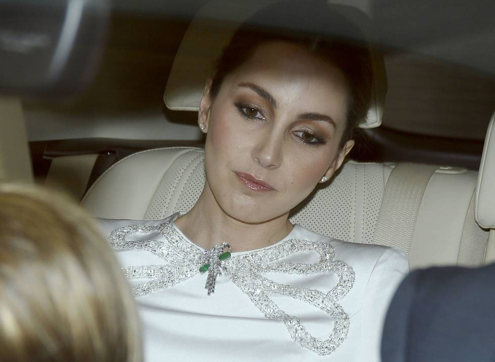 Alejandra Romero Suárez, en el coche en el llegó a su boda con Pedro de Armas el pasado sábado..