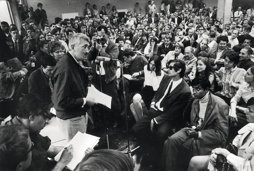 Jürgen Habermas, durante una intervención en el refectorio de la Universidad de Fráncfort en junio de 1968.
