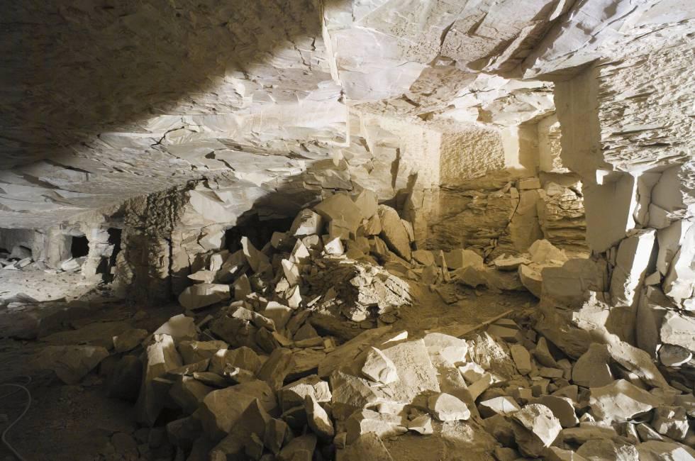 Interior de la tumba KV5 en el Valle de los Reyes.