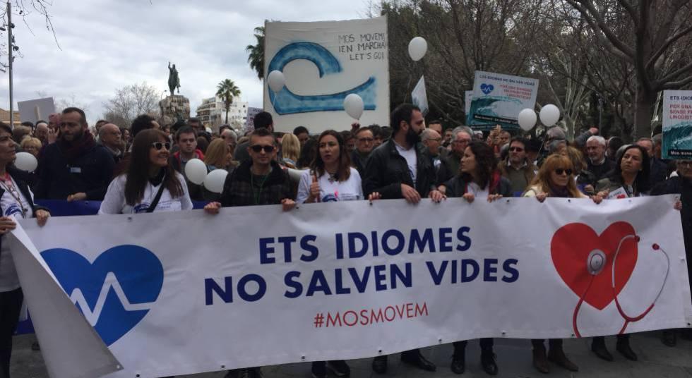Manifestación en febrero en Palma para exigir que los médicos no tengan que aprender catalán.