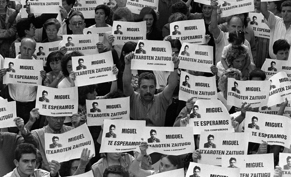 People protesting the killing of Miguel Angel Blanco in August 1997.