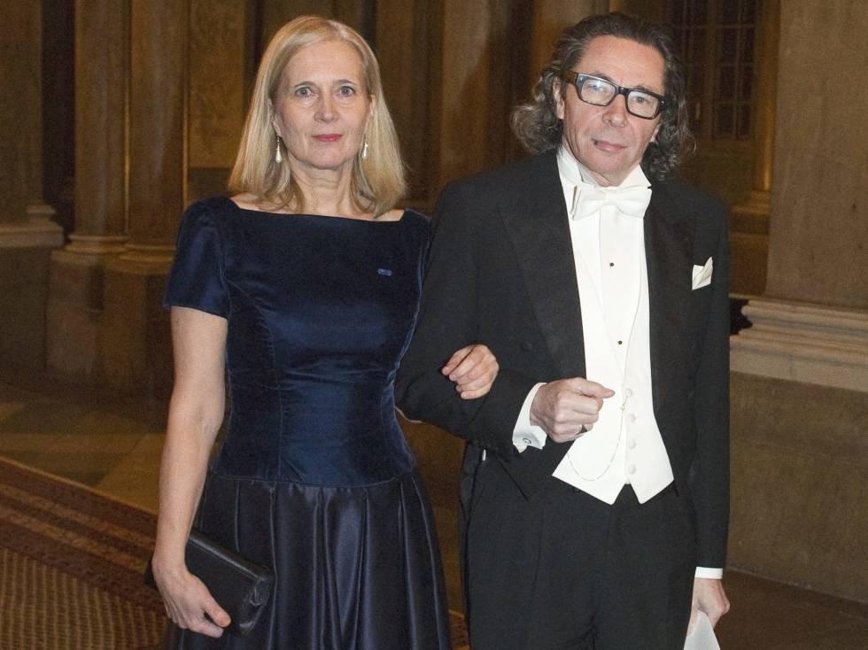 Jean Claude Arnault, el fotógrafo acusado en Suecia de abusos sexuales, junto a su esposa, Katarina Frostenson, miembro de la Academia que concede los premios Nobel de Literatura.