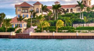L'edificio principale della casa di Prince nei Caraibi.
