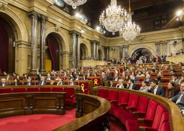 In symbolic motion, Catalan parliament supports referendum and ousted leader Puigdemont